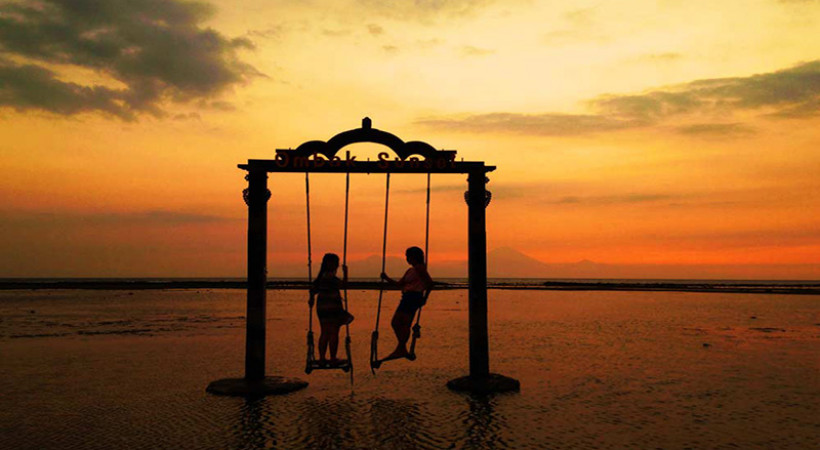 Pantai di Gili Trawangan menawarkan suasana yang tenang. (Foto: Phinemo)