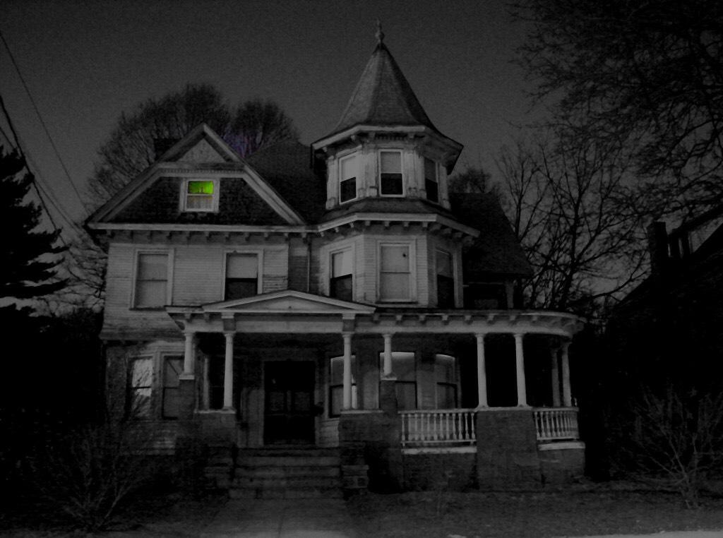 Ilustrasi rumah berhantu. Usir mereka dengan cara ini (Foto : Filckr)