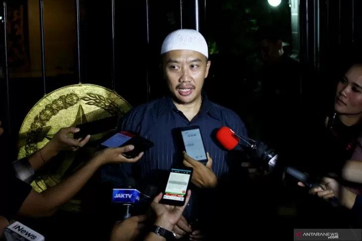 Menpora Imam Nahrawi mengaku akan melapor kepada Presiden Joko Widodo alias Jokowi setelah dirinya ditetapkan sebagai tersangka korupsi oleh Komisi Pemberantasan Korupsi (KPK). Foto: Rivan Awal Lingga/Antara