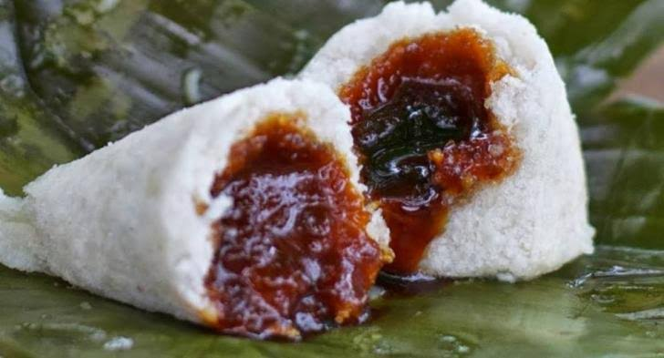 Lelehan gula merah dari Ombus-ombus bikin membuat tak cukup cuma makan satu. (Foto: Tobato.com)