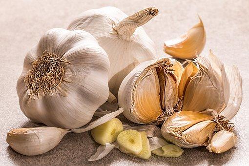 Bawang putih memiliki khasiat mengatasi jerawat. (Foto: Pixabay)
