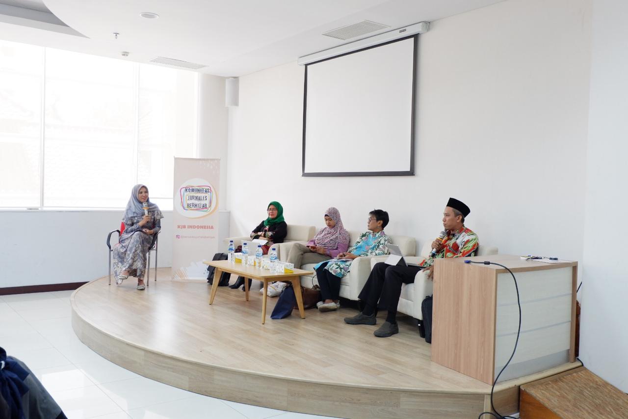 diskusi bertajuk 'Ngaji di Udara' dengan tema 'RUU PKS Ber-faedah untuk Perempuan Indonesia?' yang digelar Komunitas Jurnalis berhijab. (Foto: Khadijah Almakiyah/GenPI.co)