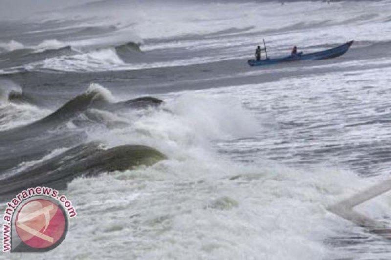 Ilustrasi gelombang tinggi di laut Arafuru. (Foto: Antaranews/Sigit Kurniawan)