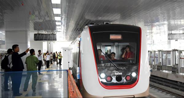 LRT terintegrasi dengan Transjakarta membuka rute baru 10F agar warga lebih mudah ke Jakarta Utara (Foto : JPNN)