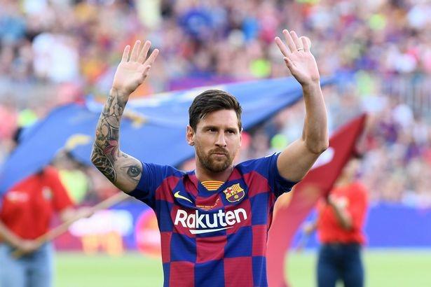 saking perfectnya, Messi dan beberapa pesepakbola lain disebut Nistelrooy sebagai pemain PlayStation (Foto : Irish Mirror)