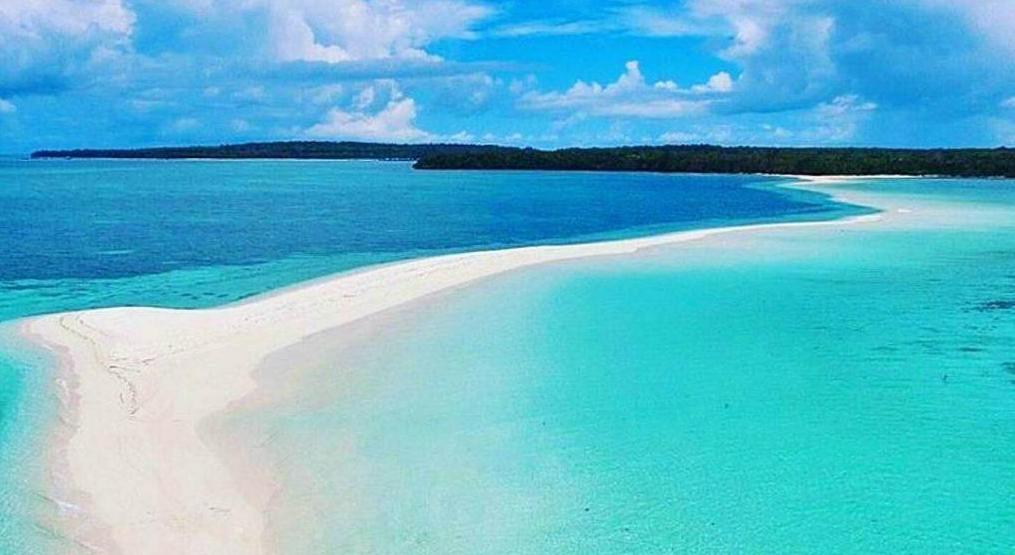 Keindahan pantai Ngurtafur. (Foto: Instagram/@ilhamarch)