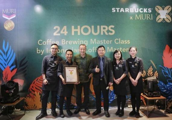Memperingati Hari Kopi Sedunia, Starbucks pecahkan rekor MURI bikin kelas meracik kopi 24 jam non stop! (Foto : Human Starbucks)