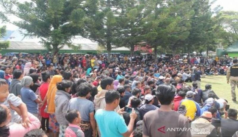 Warga banyak yang meninggalkan Wamena. Foto: Antara