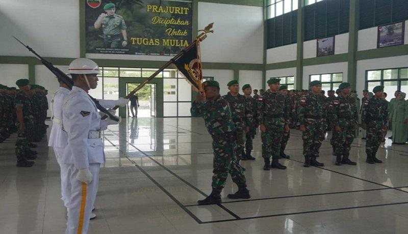 Sepuluh personil kebanggaan TNI AD dilepas bertugas menjaga keamanan Pulau Sekatung, Natuna, Kepri. Foto: Antara