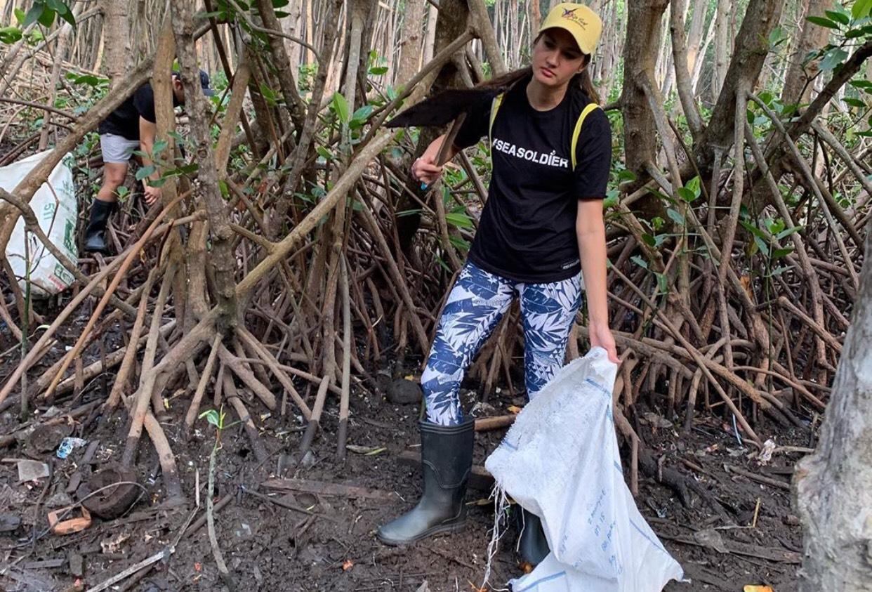 Keren, Nadine Chandrawinata Punya Pasukan Bersih-bersih Laut
