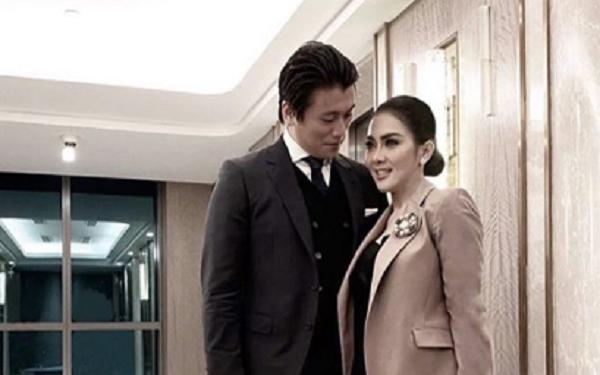 Syahrini dan Reino Barrack. (Foto: Instagram/@princessyahri)