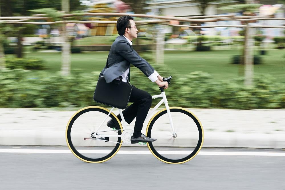 Bersepeda sedikit lebih sehat ketimbang berjakan kaki. (Foto: Elements Envato)