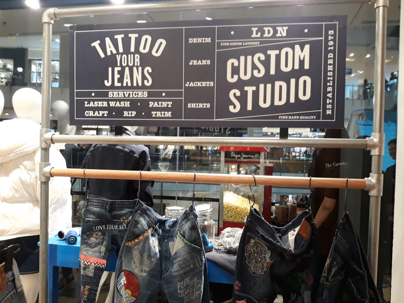 Pepe Jeans membebaskan pelanggan untuk mendesain sendiri denim mereka. (Foto: GenPI.co)