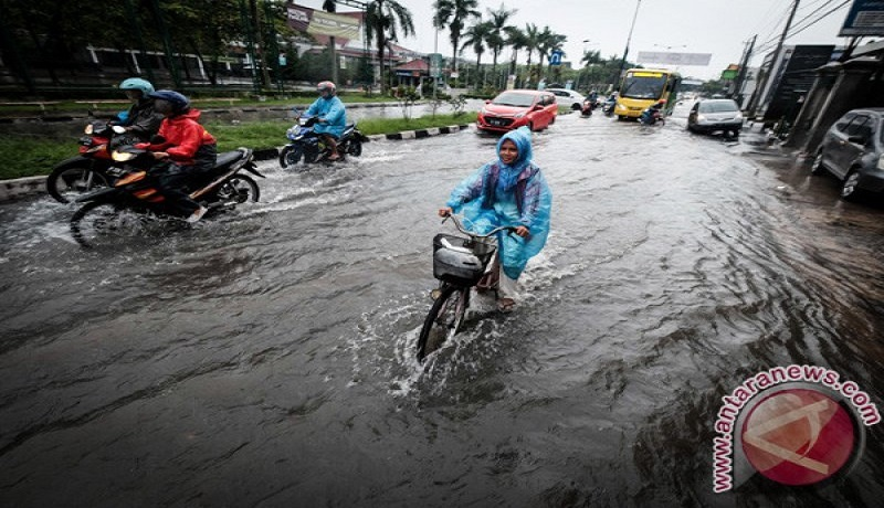 Bencana banjir selalu datang ketika musim hujan tiba. Foto: Antara