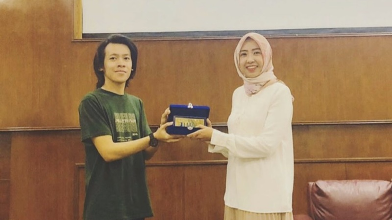 Khadijah Alqi Almakiyah (kanan), selaku Direktur Utama PT Sari Jaya Indonesia dan Former General Manager Platform GenPI.co (foto: IG @alqalmakiyah)