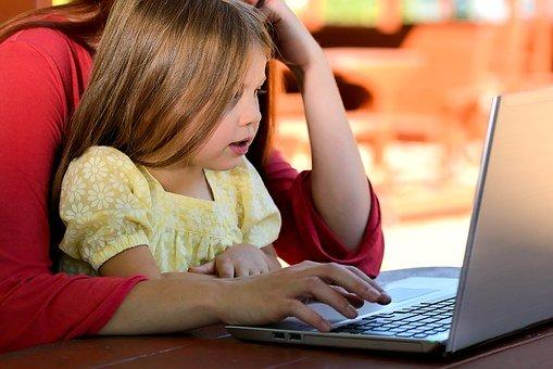 Agak anak menjadi berprestasi, orang tua harus berperan serta dalam memberi dukungan. (Foto: Pixabay)