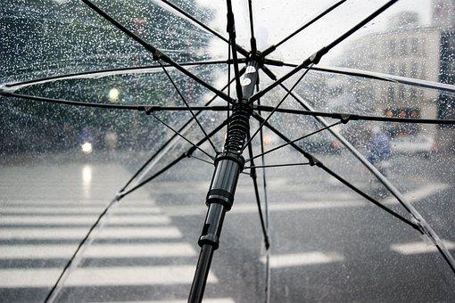 Ada 3 hal menguntungkan yang bisa didapatkan jika traveling saat musim hujan. (Foto: Pixabay)