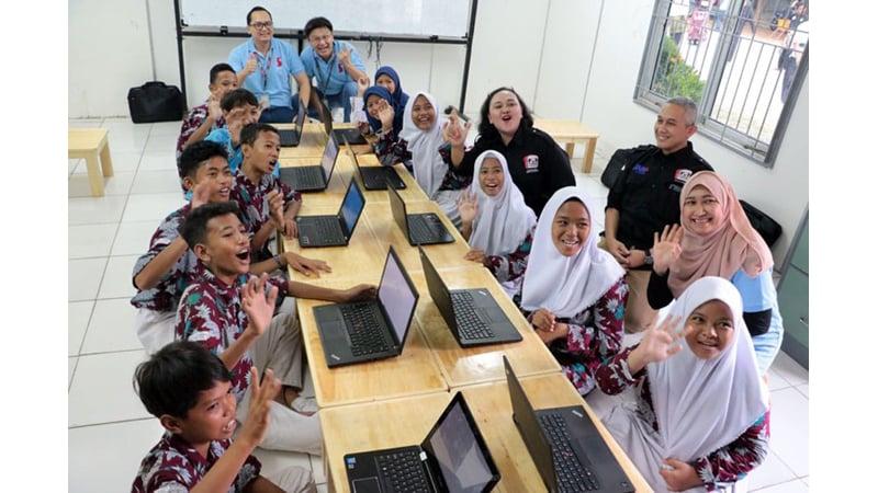 Lenovo Indonesia memberikan 10 laptop kepada Sekolah Rakyat Ancol (foto: Sekolah Rakyat Ancol)