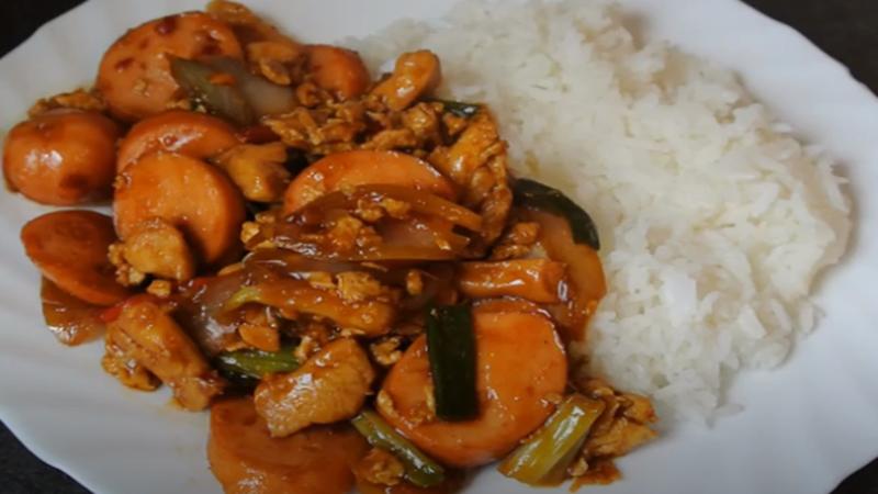 Nasi gila (foto: SC YouTube Naomi Ellen Wijaya)