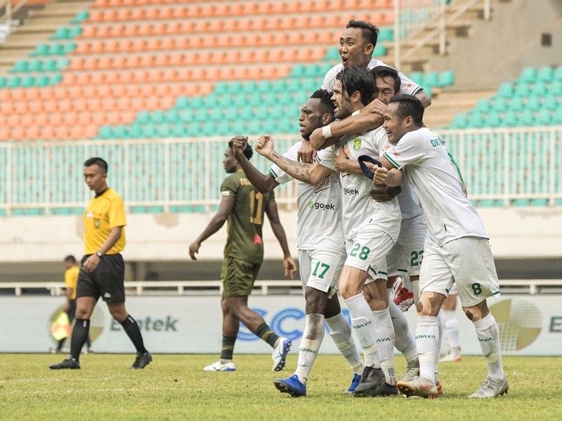 Persebaya Surabaya hanya bisa bermain imbang melawan PS Tira Persikabo dengan skor 2-2 di Stadion Pakansari, Bogor, Sabtu (9/11). Foto: Persebaya
