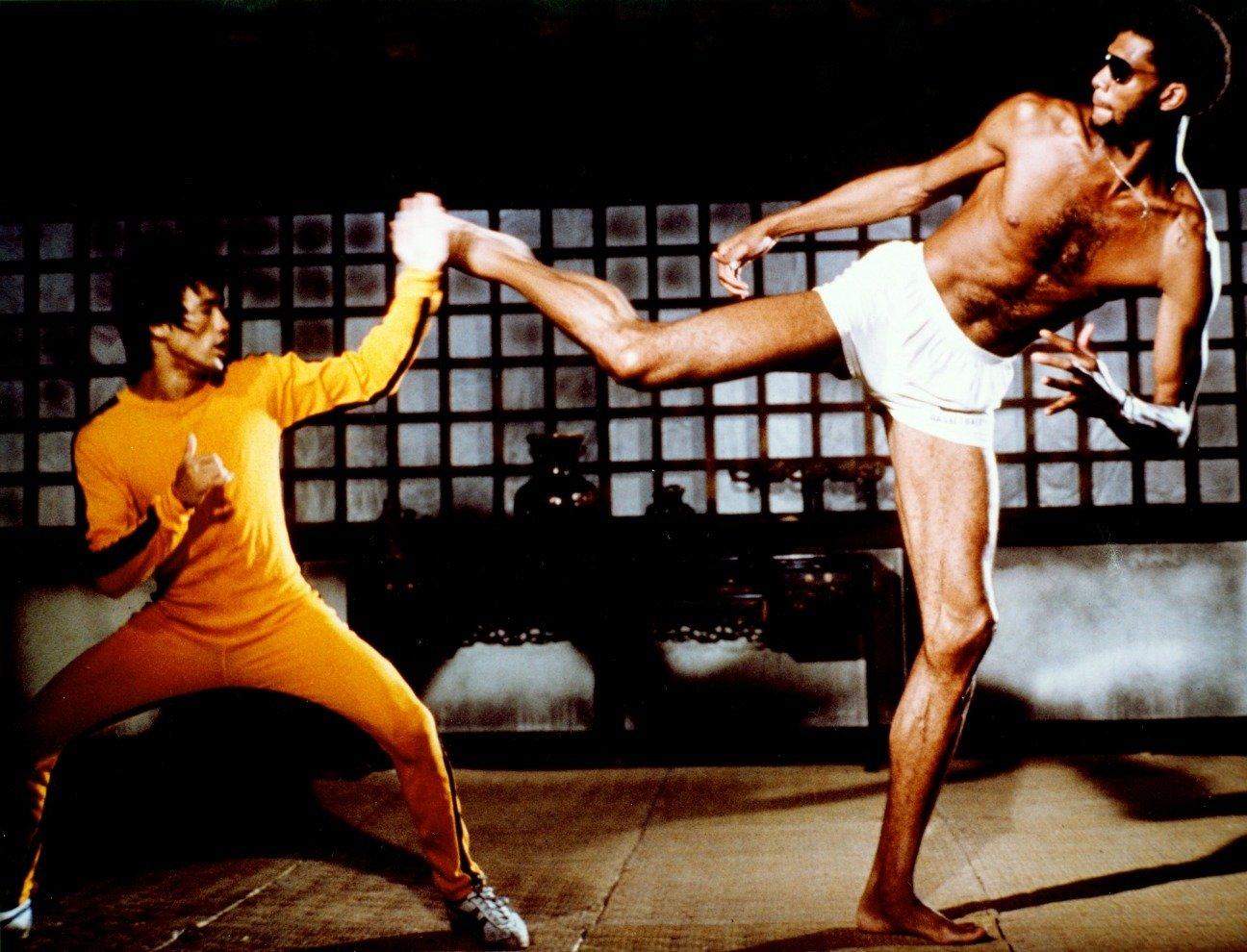 Dalam film terbaru Quentin Tarantino, Bruce Lee digambarkan sebagai pria China congkak. Bintang NBA Kareem Abdul Jabar emosi.
