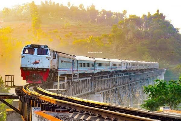 PT KAI Jatim bakal menggratiskan tiket kereta api tepat saat hari kemerdekaan, yakni 17 Agustus 2019 yang jatuh pada hari Minggu besok.