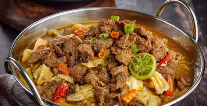Tongseng, salah satu cata menikmati kebaikan daging kambing yang lebih baik daripada daging sapi. (Foto: notepam.com)