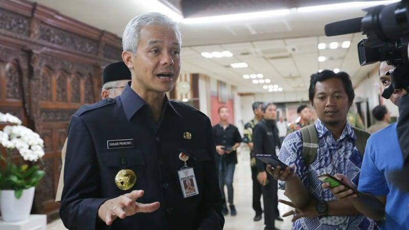 Gubernur Jateng Ganjar Pranowo saat berbincang dengan kalangan media terkait upaya pembangunan 15 SMKN baru di tahun depan (foto: Gus Wahid)