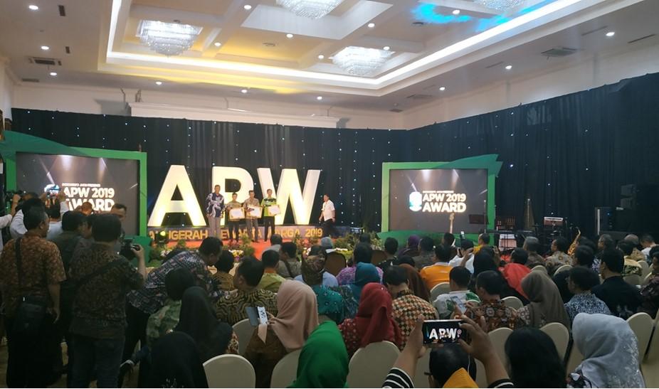 Pemberian anugerah pada pemenang APW 2019, Rabu 931/7) di Surabaya.