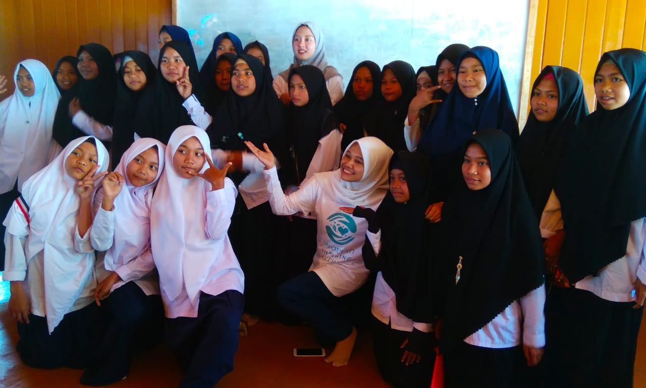Gitsav bersama siswa Pondok Pesantren Assyafiiyah, desa Menggala, kabupaten Lombok Utara.
