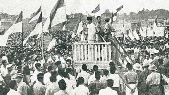 Rapat akbar 19 September di Lapangan Ikada, Jakarta. (Foto: Wikipedia)