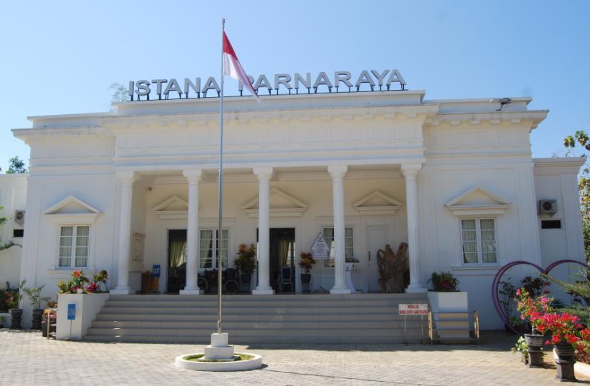 Keren dan Instagramable. Bentuk mini Istana Kepresidenan RI ada di Wonogiri. Namanya Istana Parnaraya (Foto : Ariyanto/GenPI.co)