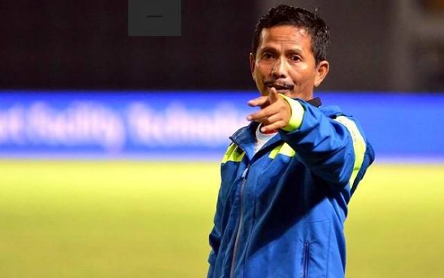 Persebaya pecat pelatih Djadjang Nurjaman. (Foto: AyoBandung)
