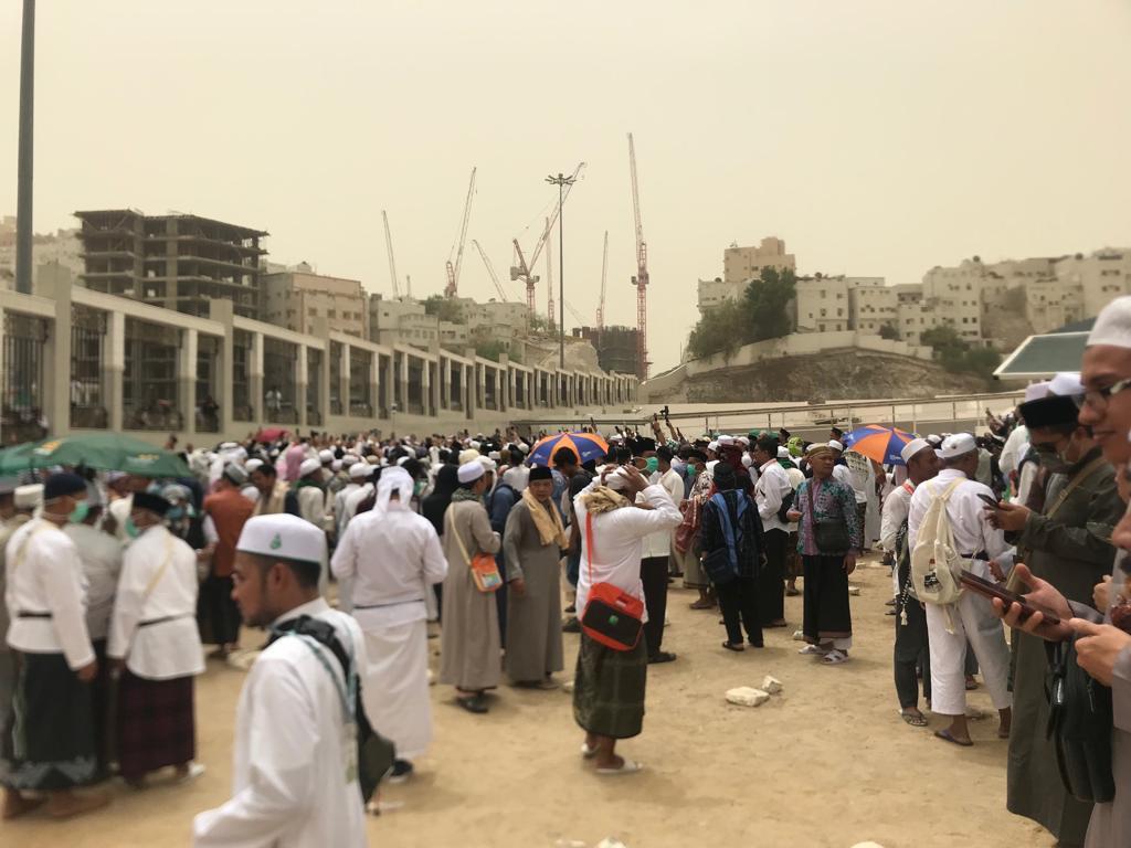 Habib Rizieq di Ma'la, dari Salah Jenazah Hingga Serobot Baca Doa