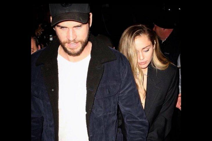 Tak bisa pertahankan pernikahan yang baru 8 bulan, Miley Cyrus dan 'abangnya Thor' Liam Hemsworth harus bercerai (Foto : Istimewa)