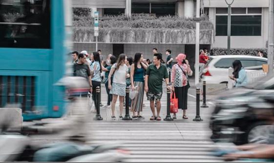 Pejalan kaki teriak. Nafas mereka megap-megap di Jakarta (Foto : Rizal/GenPI.co)