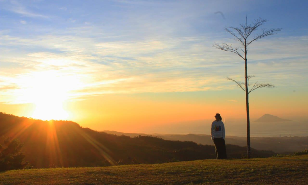 Puncak Tentena: Kombinasi Kesejukan, Panorama Alam dan Sunset