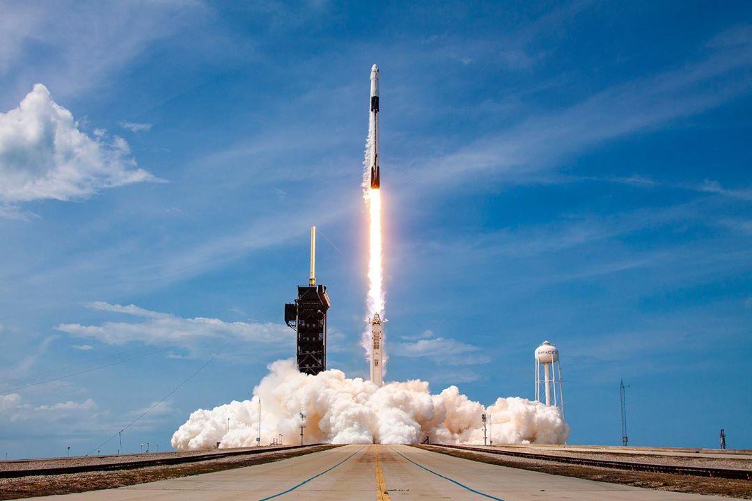 Pertama Kali!SpaceX Luncurkan Dua Astronot NASA ke Luar Angkasa