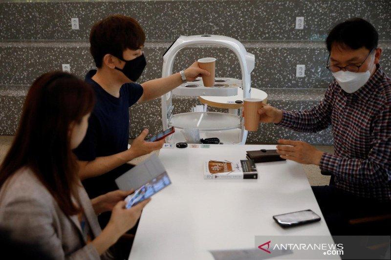 Cegah Corona Cafe di Korsel Manfaatkan Robot Sebagai Barista