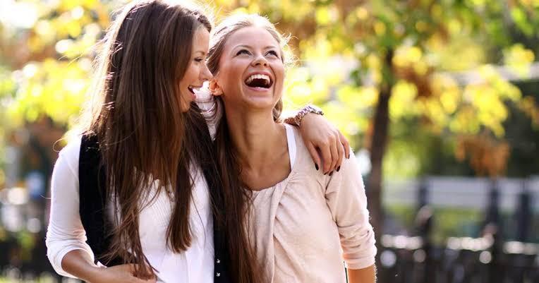 Orang Extrovert Lebih Sehat dan Panjang Umur, Mitos atau Fakta?