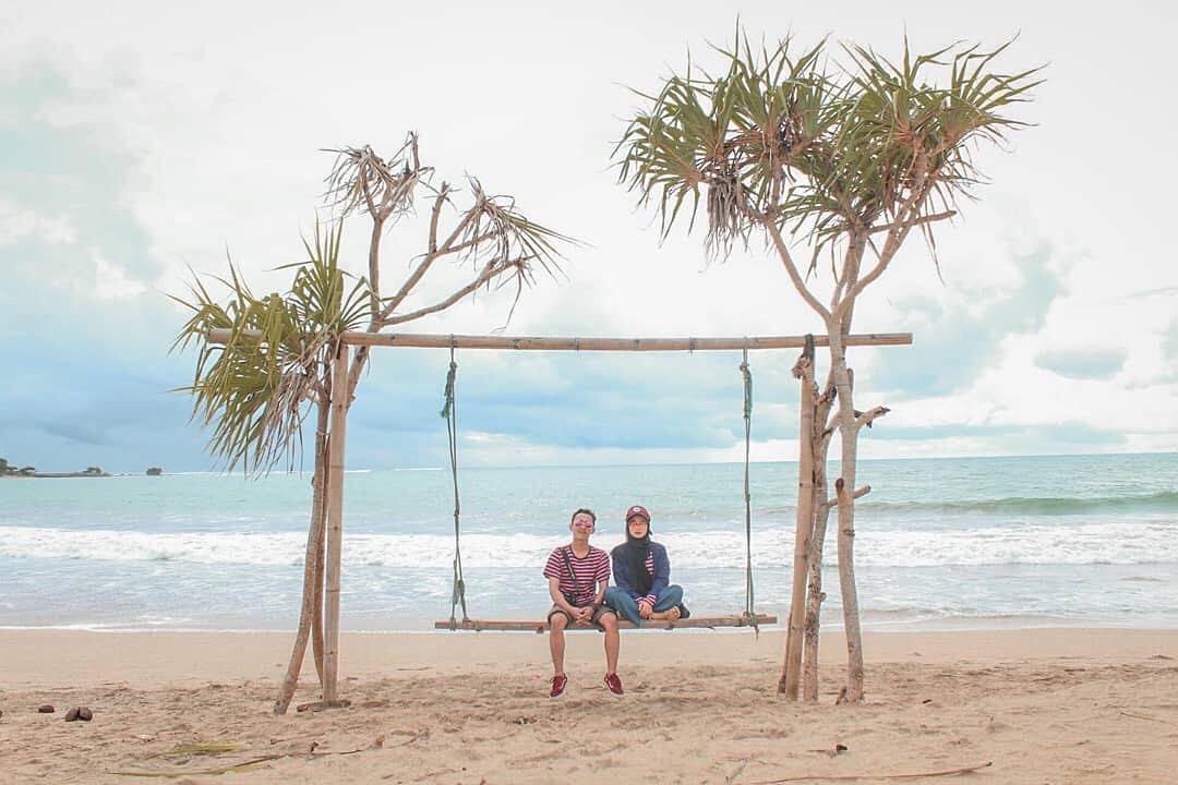 Saat Pandemi Corona Mereda, Bersantailah di Pantai Indah ini