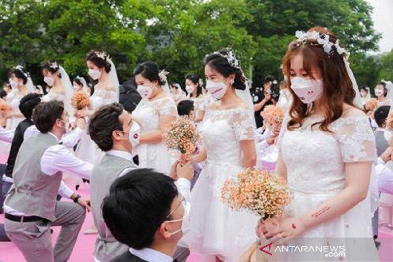 Pernikahan massal dalam perayaan Ali Day . (Foto: Antara/HO-Alibaba/mii)
