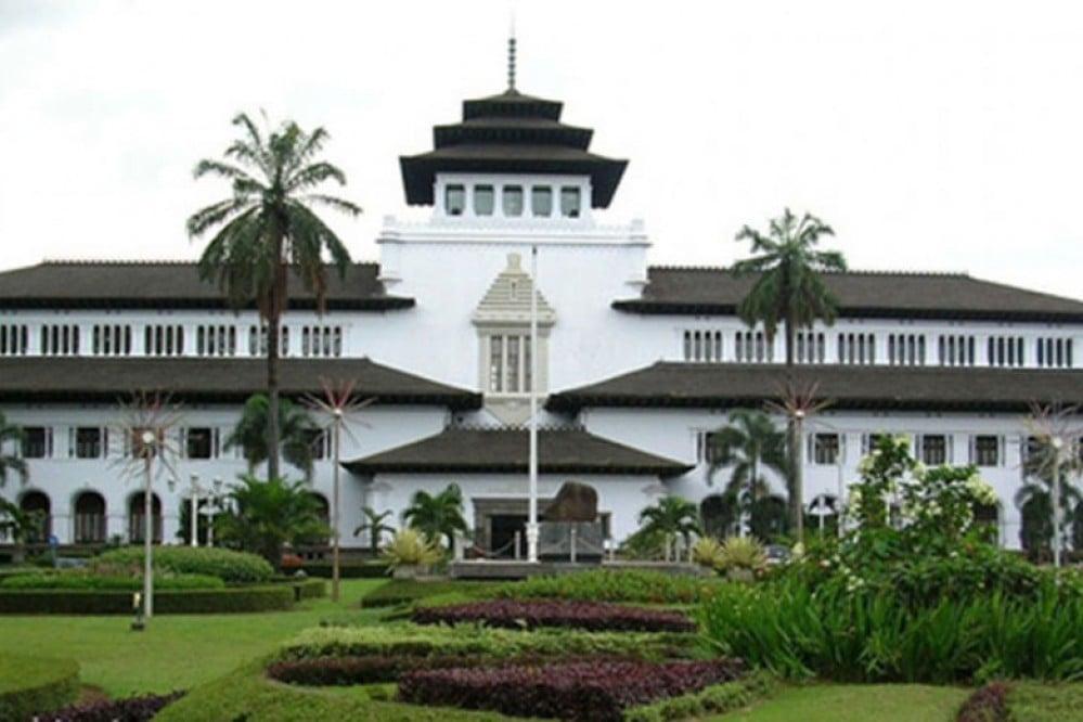 Gedung Sate, salah satu bangunan bersejarah di Kota Bandung (Foto: humas.bandung.go.id)