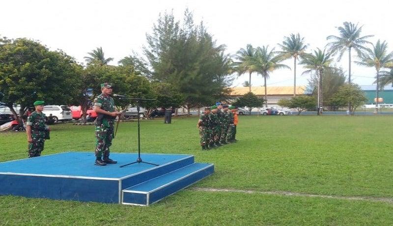 TNI menggelar apel pasukan operasi pengamanan VVIP Presiden Joko Widodo yang akan berkunjung ke Kabupaten Natuna, Kepri. Foto: Antara