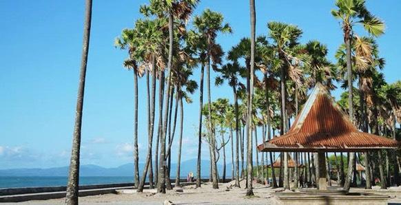 Pantai di Kampung Halaman Marion Jola ini Indah Banget!