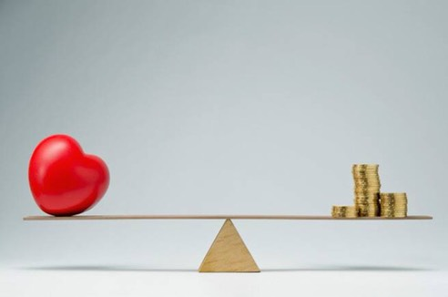 Pilih mana,cinta atau harta? (Foto: Bloggerofficial)