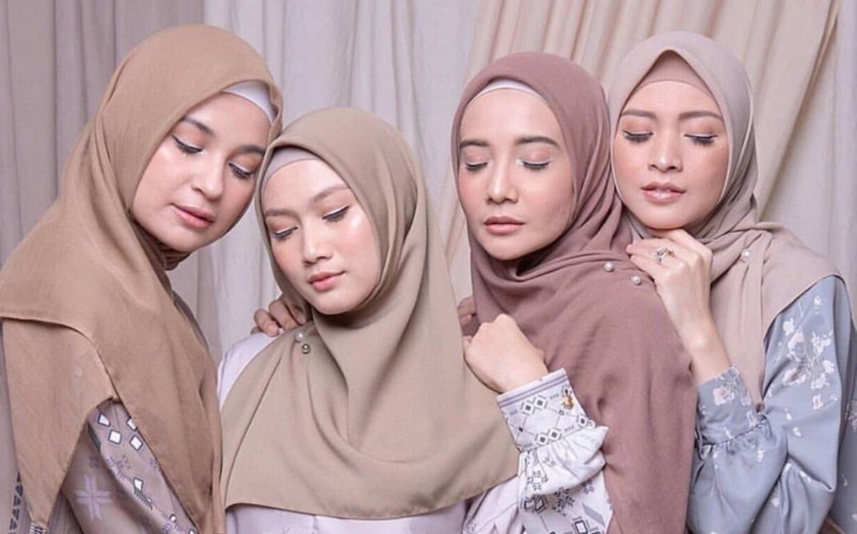 Pilihlah bahan voal atau katun berkualitas untuk hijab (IG @zaskia_sungkar)