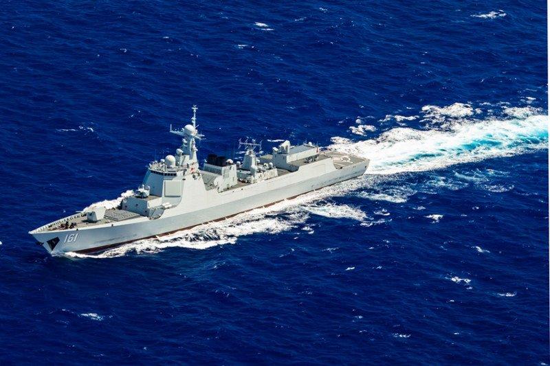 Penampakan Hohhot (Hull 161), kapal perusak kawal rudal milik Komando Armada Selatan Tentara Pembebasan Rakyat China (PLA), saat berpatroli di perairan Laut China Selatan pada Kamis (20/8/2020) pagi. (Foto: Antara/HO-ChinaMilitary/mii)