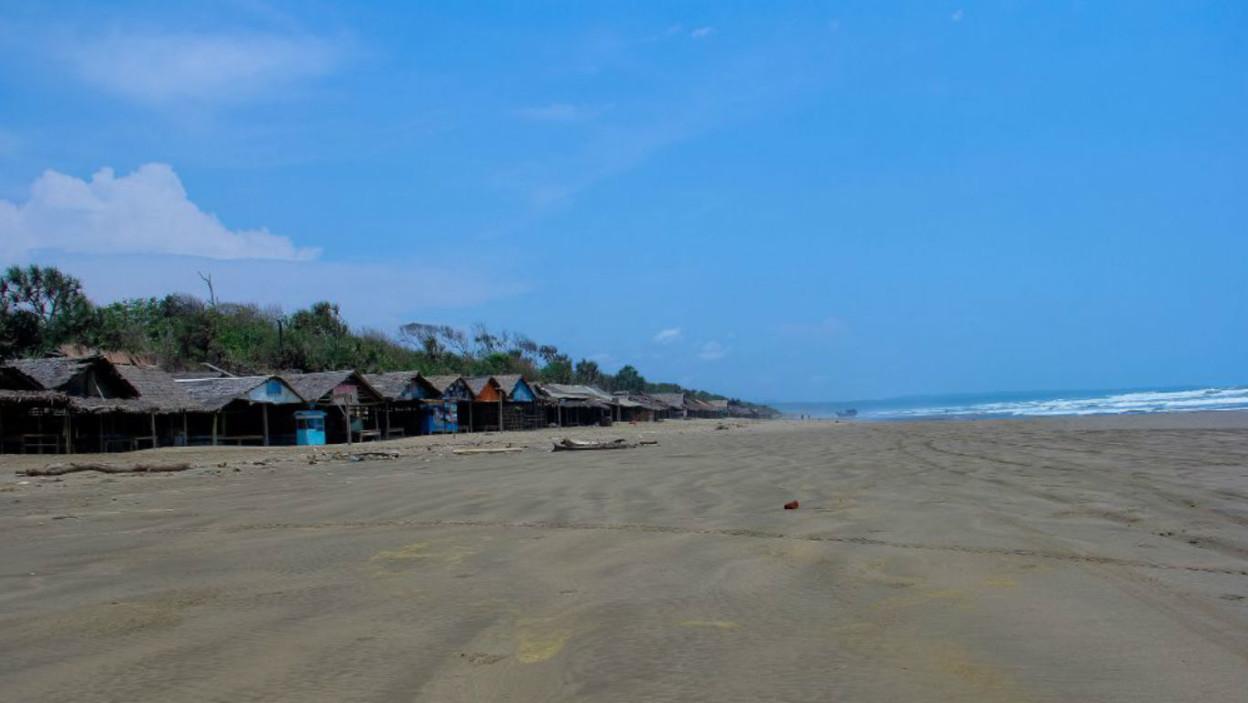 Pantai Bagedur, lebak, Banten. (Foto: Pantainesia)