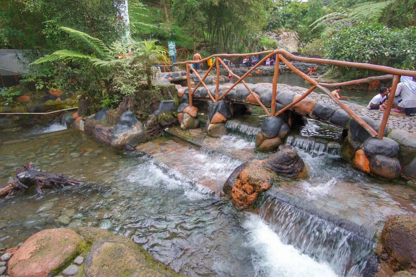 Ini 3 Wisata Pemandian Air Panas Paling Hit di Bandung!
